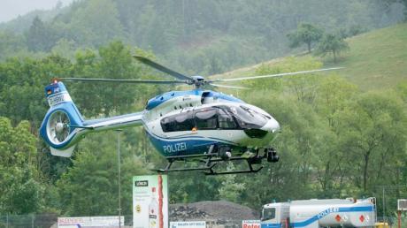 Die Polizei in Oppenau im Schwarzwald sucht immer noch nach Yves Rausch. Der 31-Jährige hatte Polizisten entwaffnet und war in einen Wald geflohen.