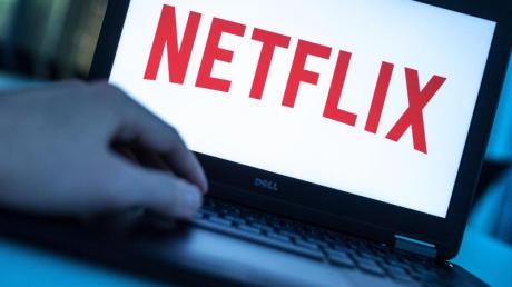 """Die ersten beiden Staffeln von """"Cobra Kai"""" gibt es demnächst bei Netflix zu sehen. Start, Folgen, Handlung, Besetzung und Trailer - alle Infos gibt es hier."""