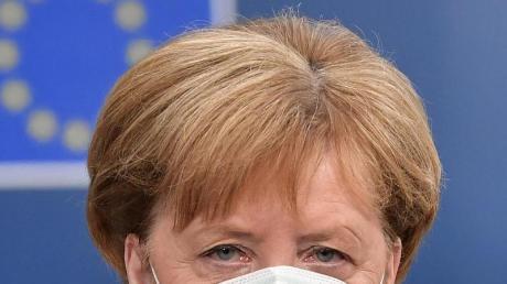 Bundeskanzlerin Angela Merkel trifft beim EU-Gipfel im Gebäude des Europäischen Rates ein.