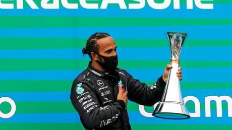 Lewis Hamilton hat mit einem Sieg im dritten Formel-1-Saisonrennen die WM-Führung übernommen.