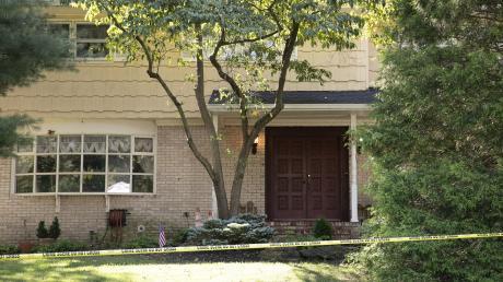 Nach der Attacke auf die Familie einer US-Bundesrichterin in deren Haus in New Jersey hat sich der mutmaßliche Täter selbst erschossen. Bei dem Angriff starb der Sohn der Juristin.