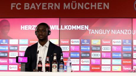 Tanguy Nianzou wechselte von Paris Saint-Germain zum FC Bayern. Zwischen beiden Klubs ist nun ein Streit entbrannt.