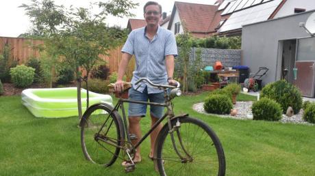 Übernahme in die dritte Generation: Karl Knolls Enkel Johannes hat sich  vorgenommen das Radl aus dem Jahr 1932 wieder auf Vordermann zu bringen.
