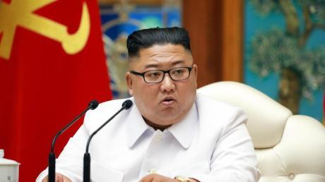 Nordkoreas Machthaber Kim Jong Un bei einer Notstandssitzung des Politbüros wegen der Coronavirus-Pandemie.