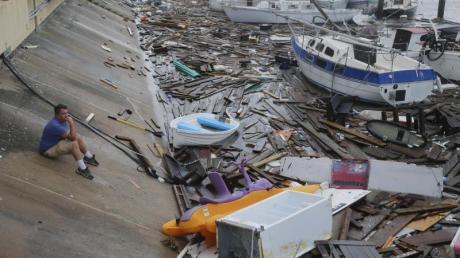 """Hurrikan """"Hanna"""" ist im US-Bundesstaat Texas auf Land getroffen und hat erste Schäden verursacht - wie hier in einem Jachthafen in der Stadt Corpus Christi."""