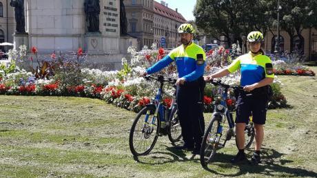So sieht die neue Uniform der bayerischen Fahrradpolizisten aus.
