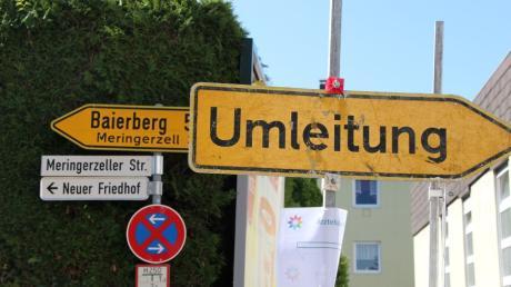 Viele Hürden müssen die Anwohner der  Meringerzeller Straße in Mering nehmen. Sie hoffen nun doch auf eine Rückerstattung ihrer Ausbaubeiträge.