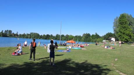 Noch hält sich die Zahl der Besucher an den heimischen Seen, wie etwa dem Radersdorfer Baggersee, in Grenzen. Mit dem Auftakt der Sommerferien könnte sich das allerdings ändern.