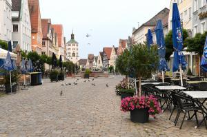 So schön kann ein Sommermorgen sein - wie hier am Günzburger Marktplatz um 6.11 Uhr.