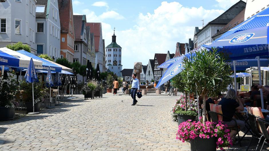 Günzburger Marktplatz, 12 Uhr mittags.