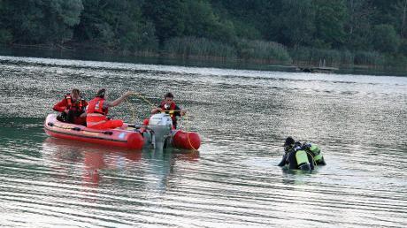 Suchmannschaften waren am Sinniger See im Einsatz.