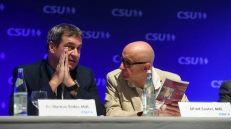 Die Affäre um den früheren Justizminister Alfred Sauter (rechts) wird auch für CSU-Chef Markus Söder zum Risiko.