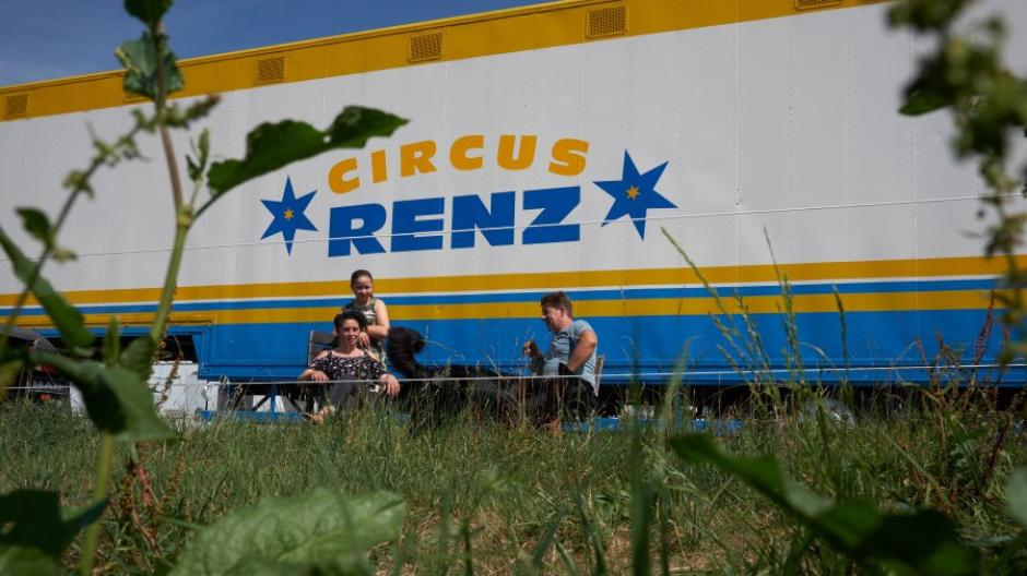 Ernst Renz ist mit seinen 15 Tieren und Familie in Rain am Lech gestrandet.