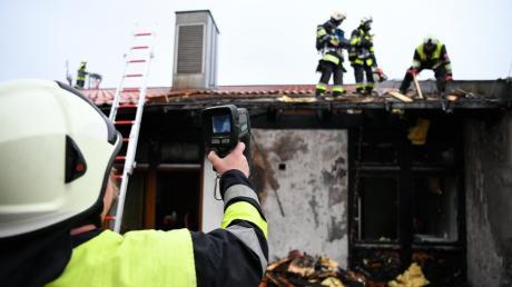 120 Feuerwehrleute aus Ried und Umgebung waren am Montagabend im Einsatz, um das Feuer in der Grundschule zu löschen.