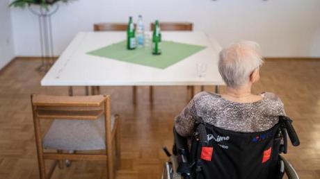 In der Pflege gibt es seit Jahren einen erheblichen Notstand an Pflegekräften.