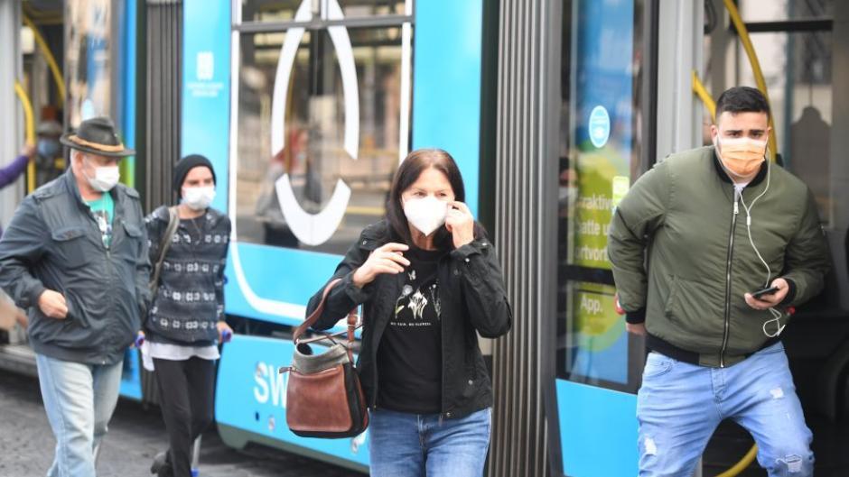 Im öffentlichen Nahverkehr herrscht Maskenpflicht. Deren Einhaltung wird in ganz Bayern am Donnerstag in einer Kontrollaktion überprüft.