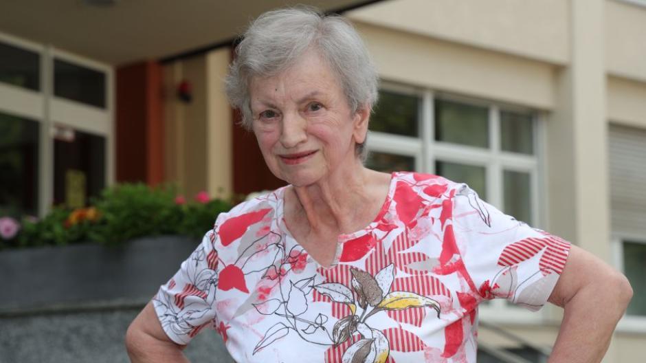Bernadette Pfiffner fühlt sich im Seniorenheim St. Raphael sehr wohl. Früher hatte sie Angst davor, in ein Heim zu gehen.