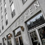 """Das Augsburger Hotel """"Drei Mohren"""" ändert seinen Namen und reagiert damit auf die Vorwürfe von Kritikern, der Name sei nicht mehr zeitgemäß."""