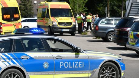 In Günzburg starb am Mittwochmittag ein siebenjähriges Mädchen bei einem Verkehrsunfall.