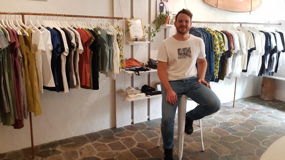 Wolfgang Schimpfle ist einer der beiden Firmengründer und -inhaber des Augsburger Modelabels Degree Clothing.