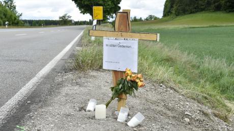 Auf der Bundesstraße 17 auf Höhe von Denklingen haben sich in den vergangenen Wochen mehrere schwere Unfälle ereignet. Anfang Juni starben bei einem Unfall vier Menschen.