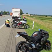 Ein Fahrlehrer und seine beiden Fahrschüler waren in einen Unfall auf der Autobahn A7 bei Illertissen verwickelt.