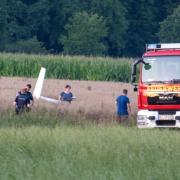 Bei Emershofen (bei Weißenhorn im Kreis Neu-Ulm) ist ein Kleinflugzeug abgestürzt. Der Pilot starb noch an der Unfallstelle.