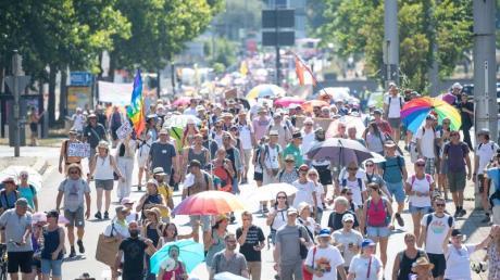 In Stuttgart gibt es erneut Protest gegen die Corona-Maßnahmen - an diesem Samstag mit einigen hundert Teilnehmern.