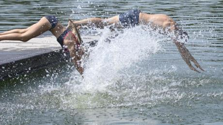 Gegen die Hitze hilft ein Sprung in den See.