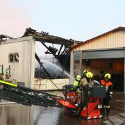 Eine landwirtschaftliche Lagerhalle ist am Dienstagmorgen in Paar in Brand geraten.
