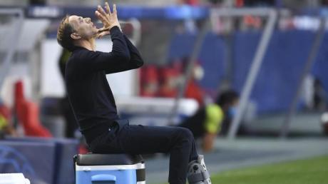 Thomas Tuchel, Trainer von Paris Saint-Germain, zeigt seine Emotionen nach einem Spielzug. Auch wenn diese Szene nicht ganz so glücklich war, steht Tuchel mit Paris Saint-Germain nach einem Sieg im Halbfinale der Champions League.