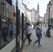 In Augsburg werden weiterhin Neuinfektionen mit dem Coronavirus festgestellt. Zuletzt fielen Tests bei Reiserückkehrern positiv aus..