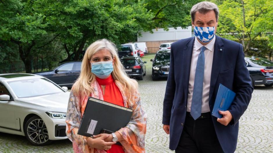 Gesundheitsministerin Melanie Huml und Ministerpräsident Markus Söder traten am Donnerstag gemeinsam vor die Kameras – zunächst war das anders geplant.
