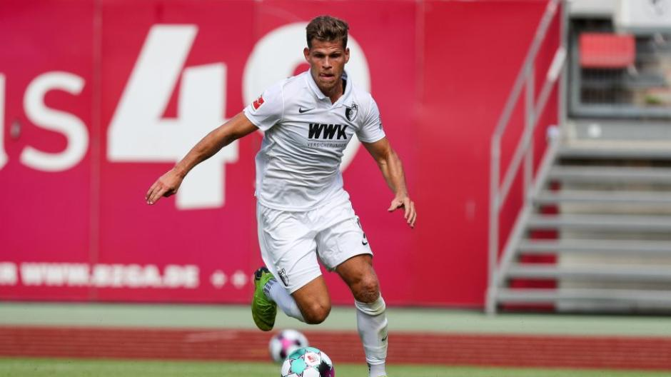Beim 1.FC Nürnberg gelingt dem FCA ein 2:1-Erfolg. Torjäger Niederlechner trifft erneut.