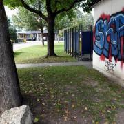 An dieser Stelle in Oberhausen ist der 19-Jährige Augenzeugen zufolge schwerverletzt zusammengebrochen.