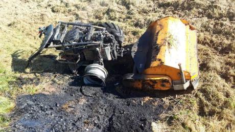 Ein Böschungsmulcher, ein Arbeitsgerät der Straßenmeisterei, ist am Mittwoch in Egg an der Günz in Brand geraten.