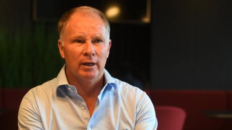 Stefan Reuter ist mitverantwortlich für die Kaderplanung beim FCA. In diesem Jahr gab es beim Bundesligisten ebenso überraschende Abgänge wie vielversprechende Neuzugänge.