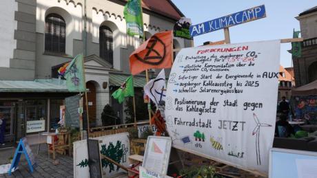 Klima-Aktivisten fordern auf dem Fischmarkt beim Rathaus seit Langem stärkere Maßnahmen gegen den Klimawandel ein. Dessen Folgen aus geistes- und sozialwissenschaftlicher Sicht sollen nun an der Universität untersucht werden