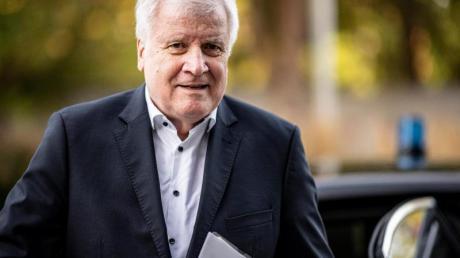 «Überwältigende Mehrheit der Polizisten und Polizistinnen sind fest auf dem Boden unserer Verfassung»: Horst Seehofer.