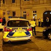 Am Wochenende musste die Polizei in Augsburg immer wieder eingreifen - wegen Randalierern und Schlägereien.