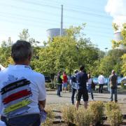 Am Atomkraftwerk Gundremmingen demonstriert der Verein Nuklearia gegen die Abschaltung der Meiler. Dabei treffen Befürworter und Gegner dieser Energieerzeugung aufeinander.