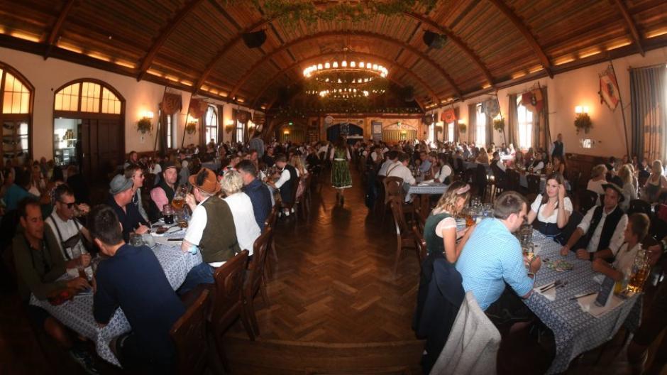 Anstatt des regulären Oktoberfestes findet in München die Wirtshaus-Wiesn statt.