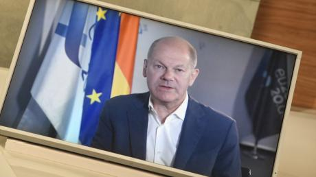 Vizekanzler Olaf Scholz während des Video-Gesprächs mit Chefredakteur Gregor Peter Schmitz.