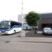 Zoll und Bundespolizei waren am Donnerstagvormittag zu einer Kontrolle bei der Firma Roma in Burgau.