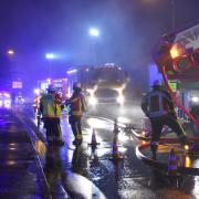 Fünf Feuerwehren aus Hiltenfingen, Langerringen, Schwabegg, Bobingen und Schwabmünchen waren bei dem Brand in einer Lagerhalle in Hiltenfingen im Einsatz.