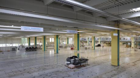 Computer Fujitsu Standort Augsburg wird geschlossen. Leere Halle Bild: Michael Hochgemuth