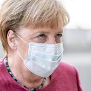 Kanzlerin Angela Merkel will hart gegen den Corona-Leichtsinn der Bürger durchgreifen. Bei einem Treffen von Bund und Ländern drang sie auf striktere Regeln.