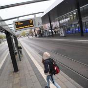Streik im Öffentlichen Nahverkehr in Augsburg / Bilder vom Königsplatz. Manche Linien fahren aber doch, es streiken  nur diejenigen, die gewerkschaftlich organisiert sind.