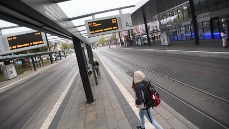 Der Nahverkehr in Augsburg wurde am heutigen Freitag erneut bestreikt - bereits vorvergangene Woche waren kaum Busse und Trams im Einsatz.