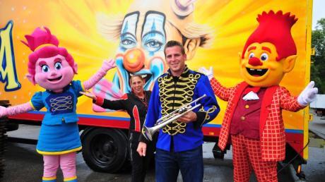 Der Zirkus Frank ist wegen Corona in Augsburg gestrandet: Direktor Remo Frank hofft jetzt auf den Neustart seiner Maskottchen-Show.